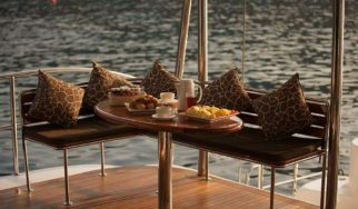 Shangani Middle Deck quarterdeck breakfast bar