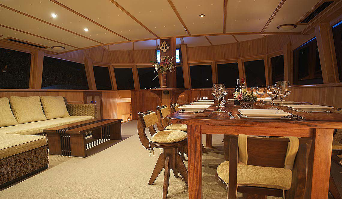 Shangani Middle Deck Saloon