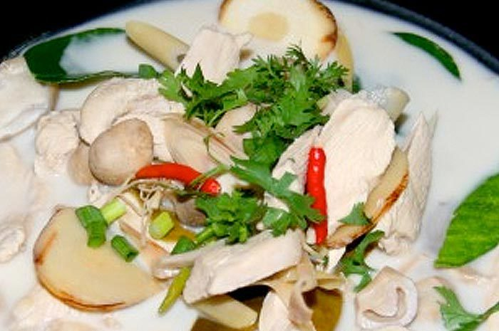 Coconut soup with chicken