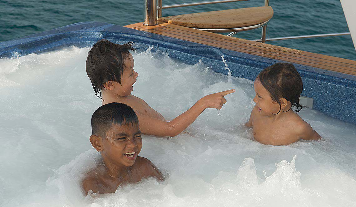 Shangani Upper Deck Jacuzzi great fun for the kids