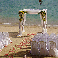 on board wedding and beach photographs on shangani with large group yacht charter