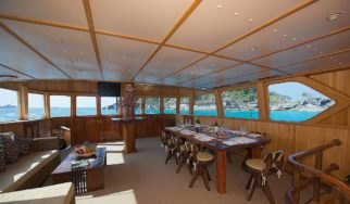 Shangani Middle Deck Saloon with panoramic views